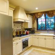 大户型厨房白色橱柜