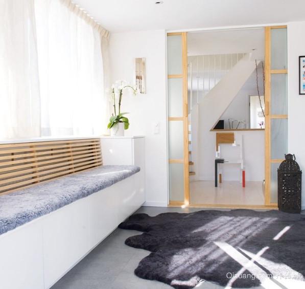 简约时尚的客厅飘窗装修设计效果图