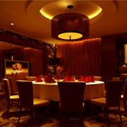 庄重的大户型餐厅