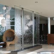 精致的玻璃隔断墙效果图