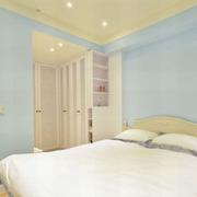 青春亮丽的卧室