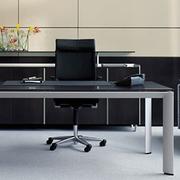 摩登俊秀的办公桌