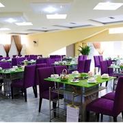 餐厅紫色餐桌椅