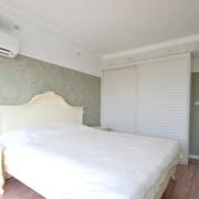 白色现代卧室衣柜