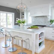白色靓丽的厨房吧台