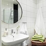 卫生间洗手台镜子布置