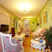 客厅温暖灯光图片