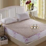 温暖舒适的小卧室