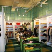 绿色活力的服装店