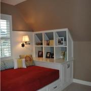 阁楼卧室地台组合柜