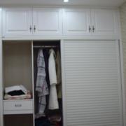 很大存储空间的卧室衣柜