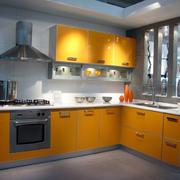黄色亮丽的厨房橱柜