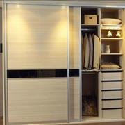 卧室小型推拉门衣柜
