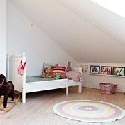 白色简约阁楼儿童房