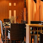温馨暖色调餐厅