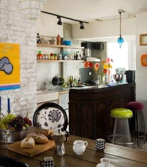 清新简约韩式厨房吧台装修效果图