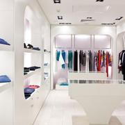 白色时尚的服装店