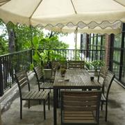 露天咖啡厅餐桌椅