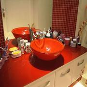 卫生间红色洗手台