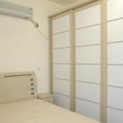 宁静温馨的卧室衣柜