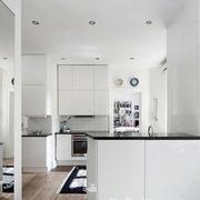 白色精致的大厨房