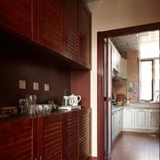厨房传统的实木橱柜