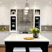 开放式厨房白色吧台