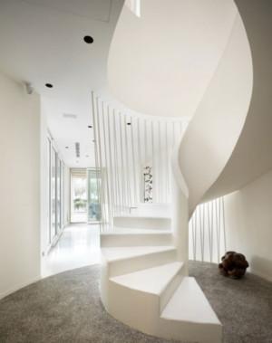 寸土如金的高档小区别墅楼梯扶手装修效果图