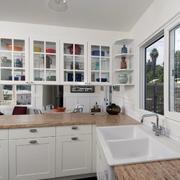 白色简洁的厨柜