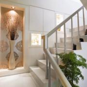 白色优雅的楼梯