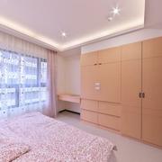 卧室原木色衣柜展示