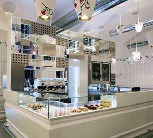 现代化的奶茶店