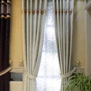 简单素雅的客厅窗帘