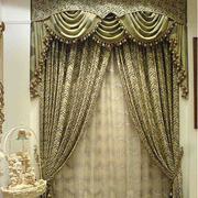 金色奢华的窗帘