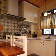 温馨现代化的厨房