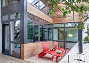别墅原木色阳台地板