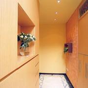 客厅暖色调的鞋柜