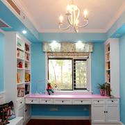 蓝色明亮的书房
