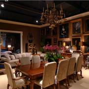 颜色深沉的客厅