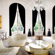黑色亮眼的客厅窗帘