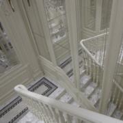 白色奢华的楼梯