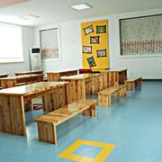 幼儿园实木书桌欣赏