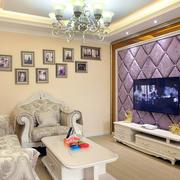 客厅紫色软包背景墙