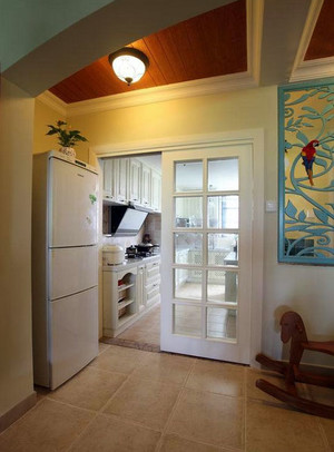 让人心情舒畅的现代厨房玻璃移门装修效果图