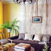客厅黄色明亮墙面