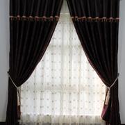 遮阳温暖的窗帘