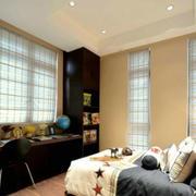 白色简洁的卧室