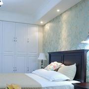 卧室精致白色衣柜