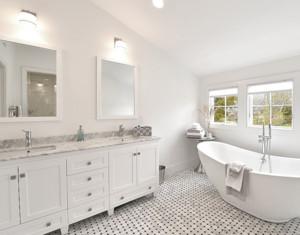 卧室白色大型卫生间