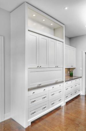 白色大型储物柜